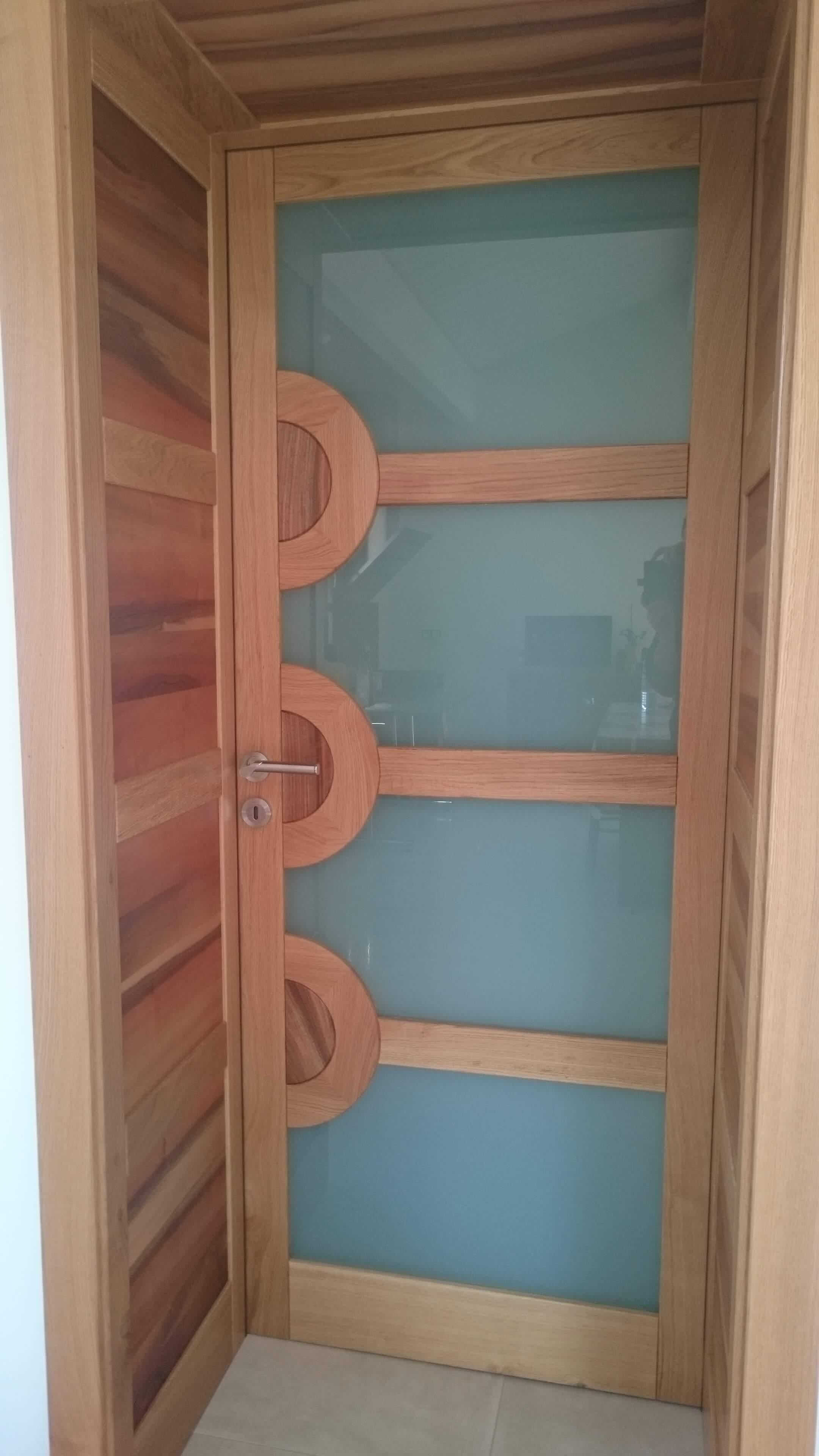 Menuiserie Figard - Fabrication sur mesure - Porte d'intérieur - Chêne noyer vitrage opale- Vesoul