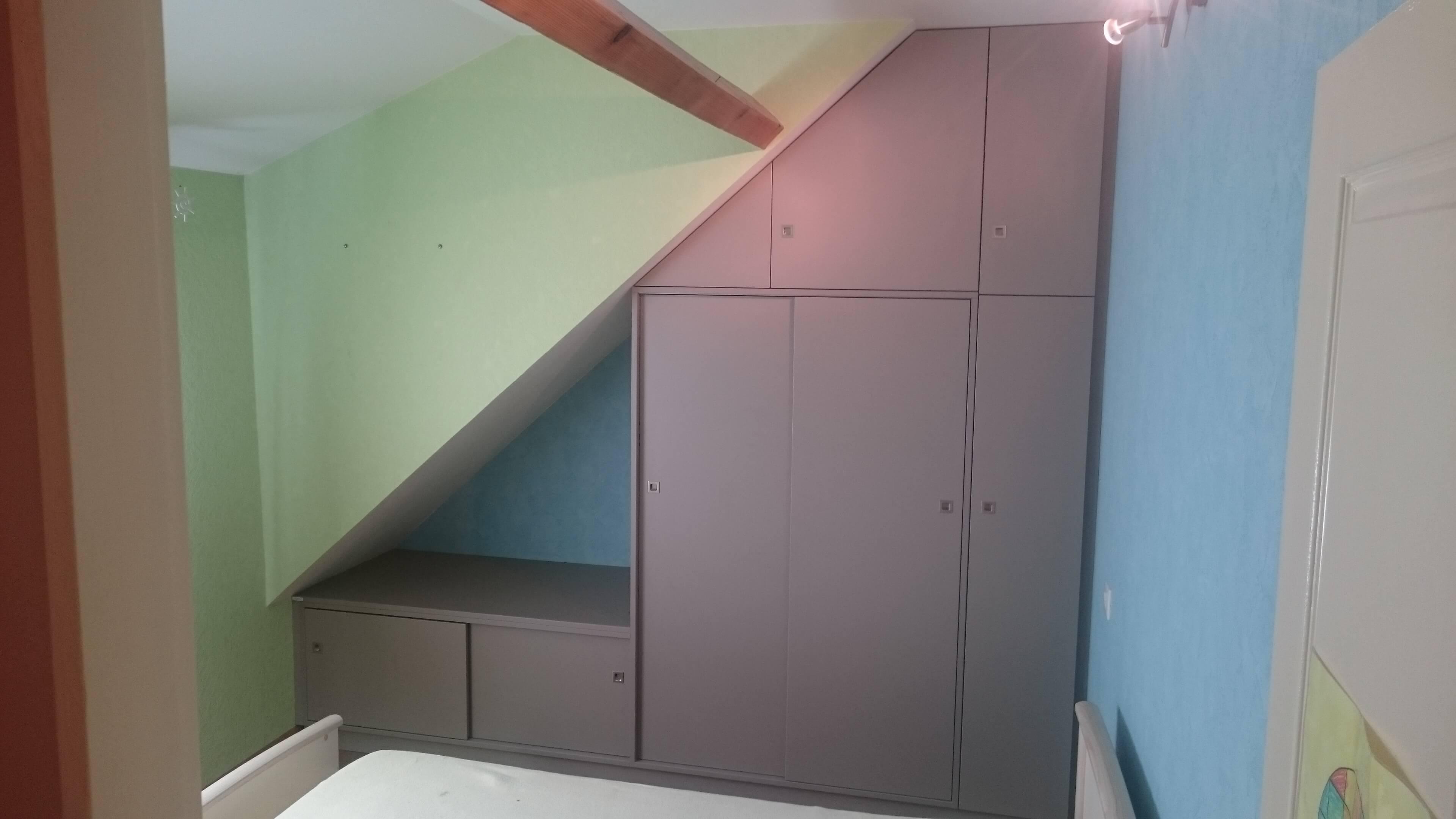 Menuiserie Figard - Fabrication sur mesure - Rangement de chambre sous pente du toit - Dressing - Mé