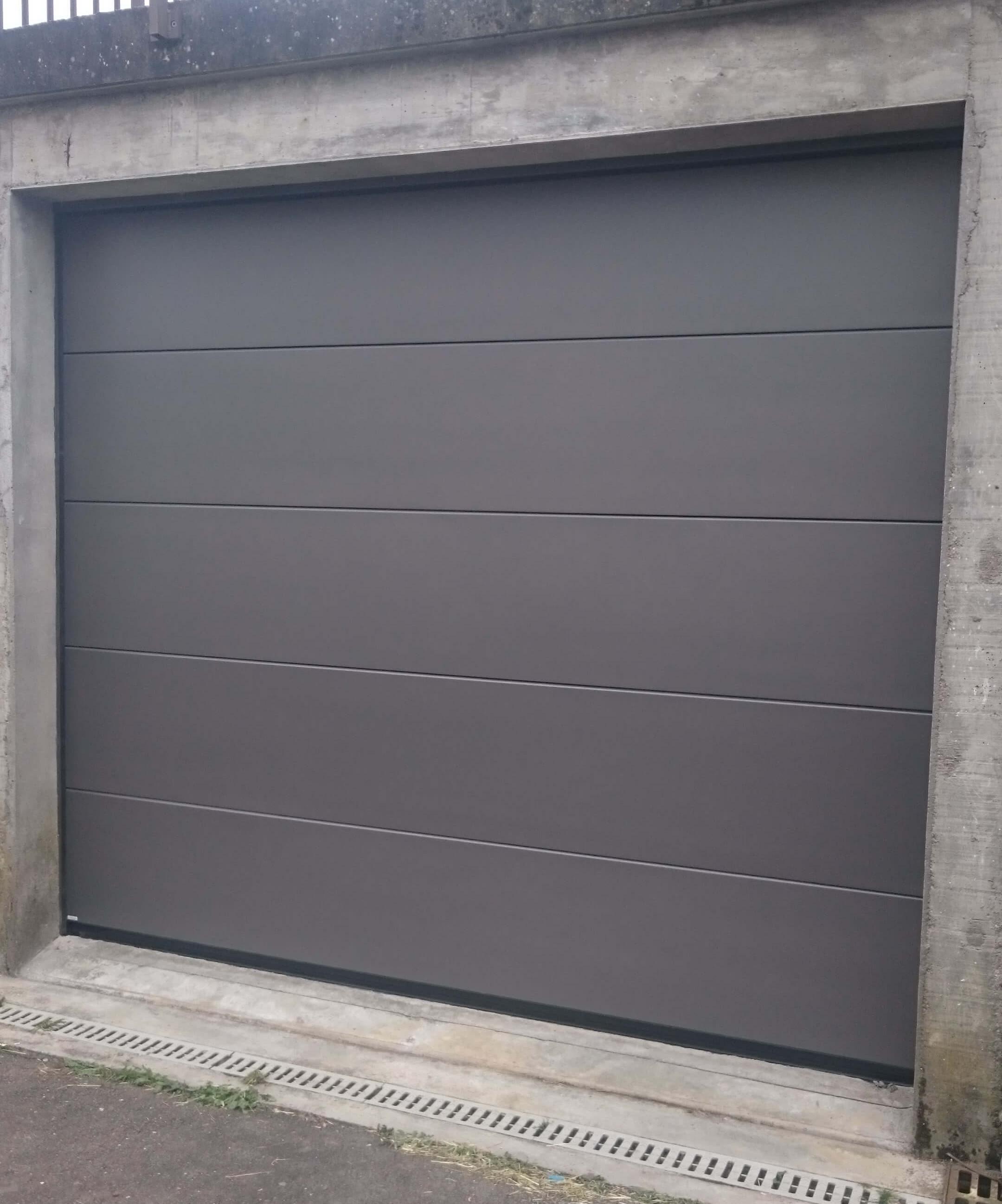 Menuiserie Figard - Fabrication sur mesure - Porte de garage sectionnelle - Aluminium - Vesoul