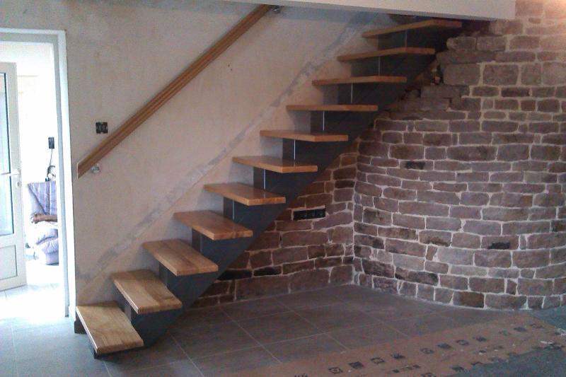 Menuiserie Figard - Fabrication sur mesure - Escalier droit limon central - Chêne - Vesoul