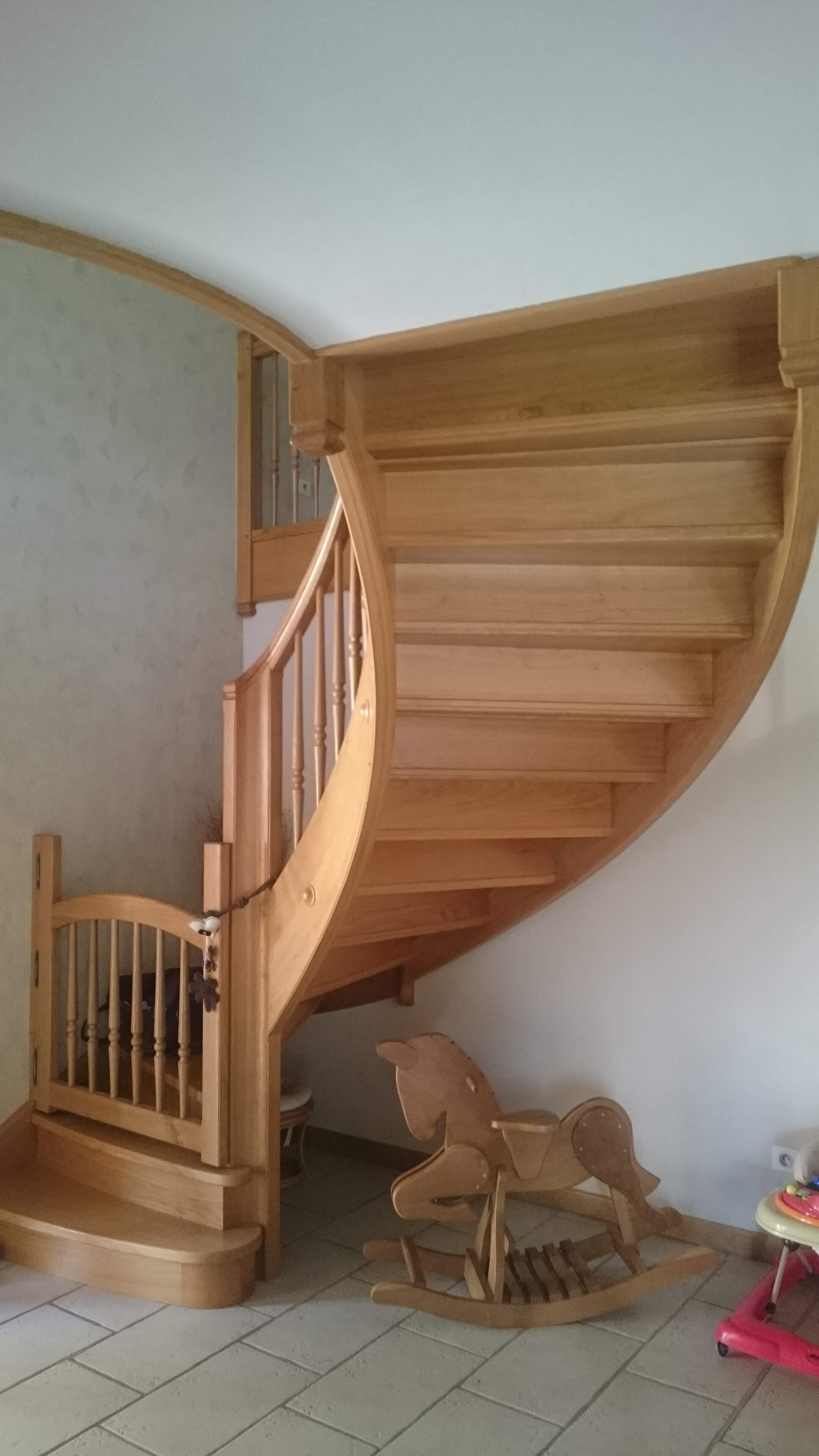 Menuiserie Figard - Fabrication sur mesure - Escalier courbe personnalisé - Chêne - Vesoul