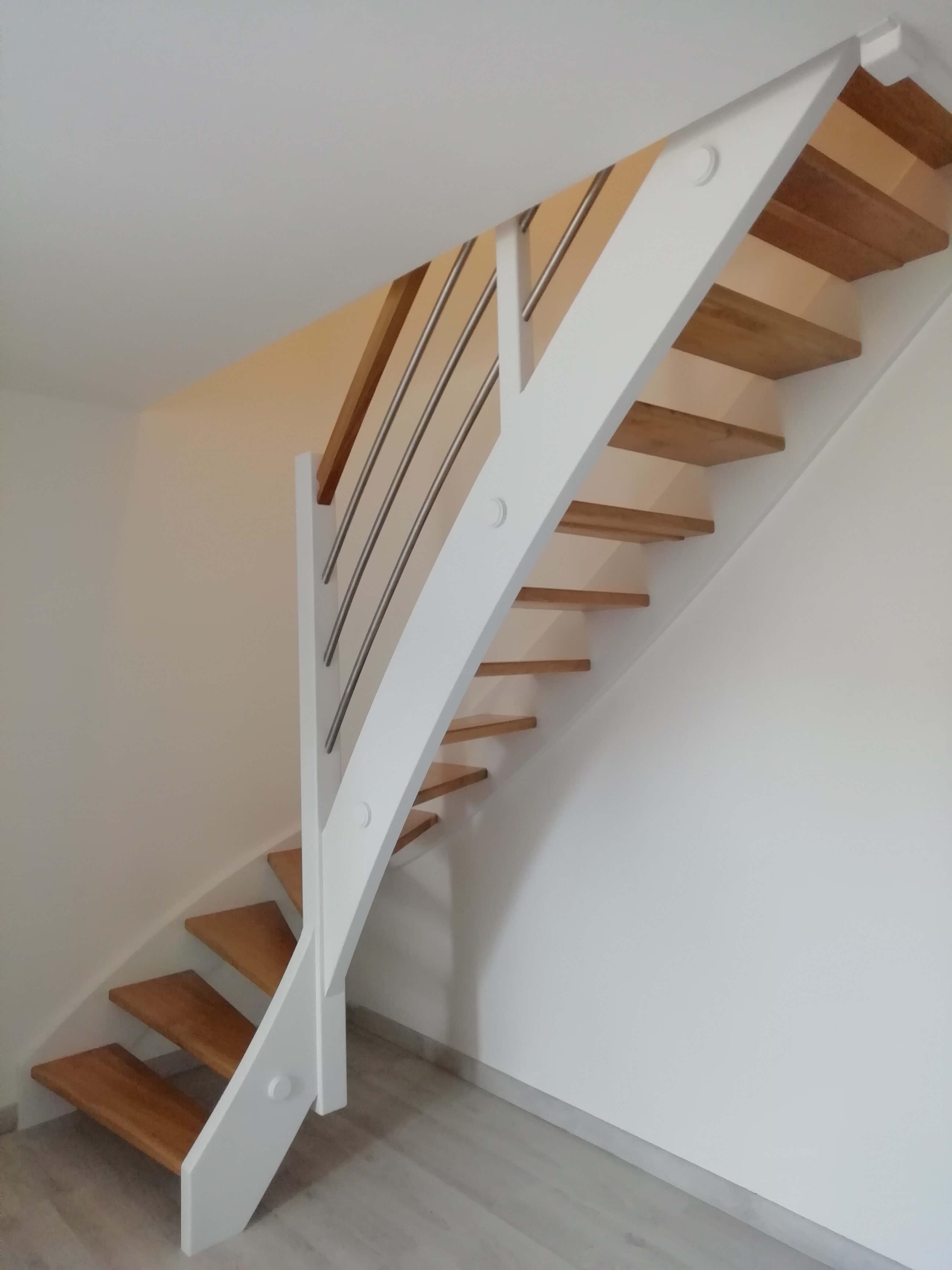 Menuiserie Figard - Fabrication sur mesure - Escalier - Marche en chêne limon peint - Vesoul