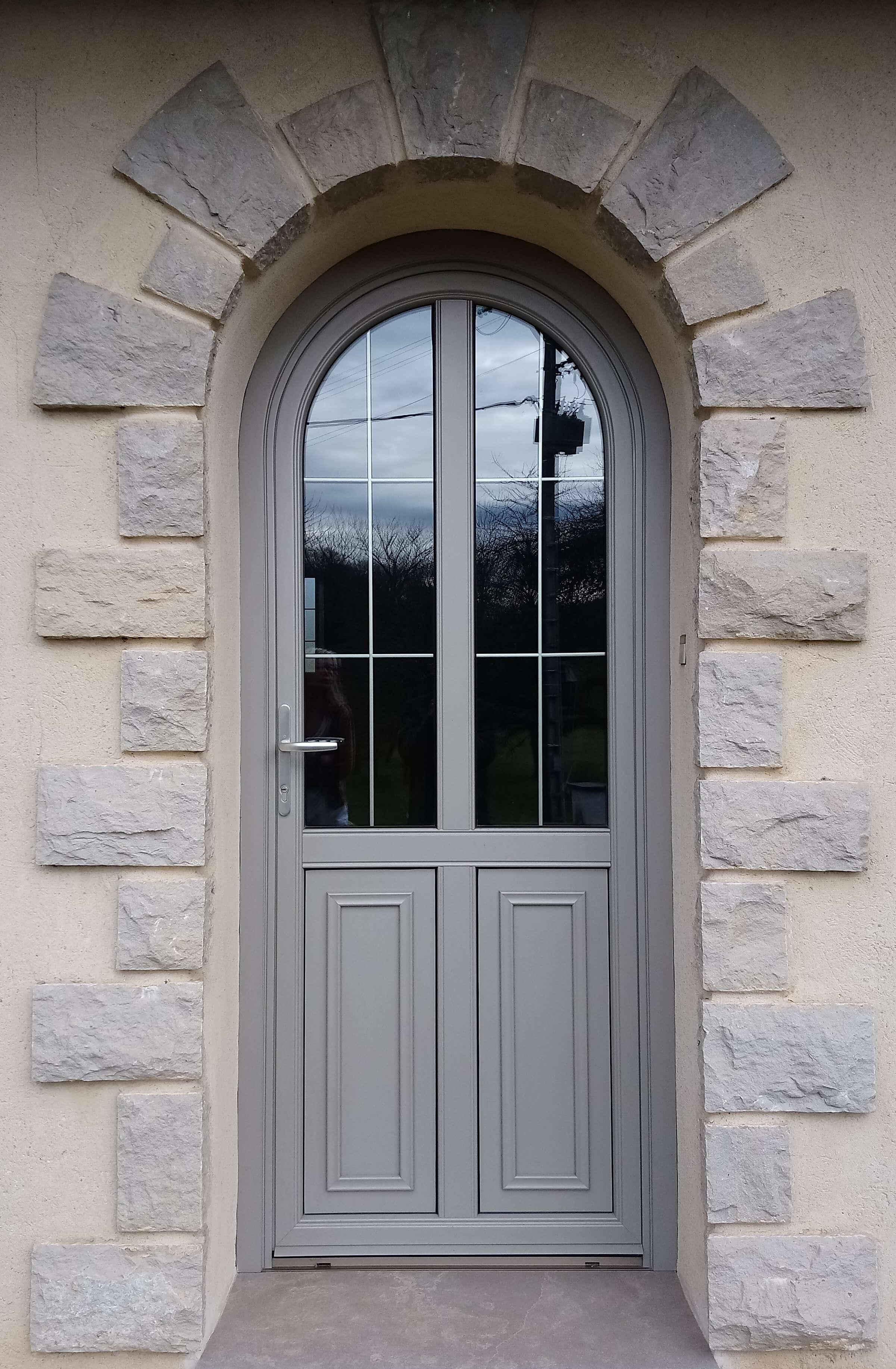 Menuiserie Figard - Fabrication sur mesure - Porte d'entrée cintrée - Bois-aluminium - Vesoul
