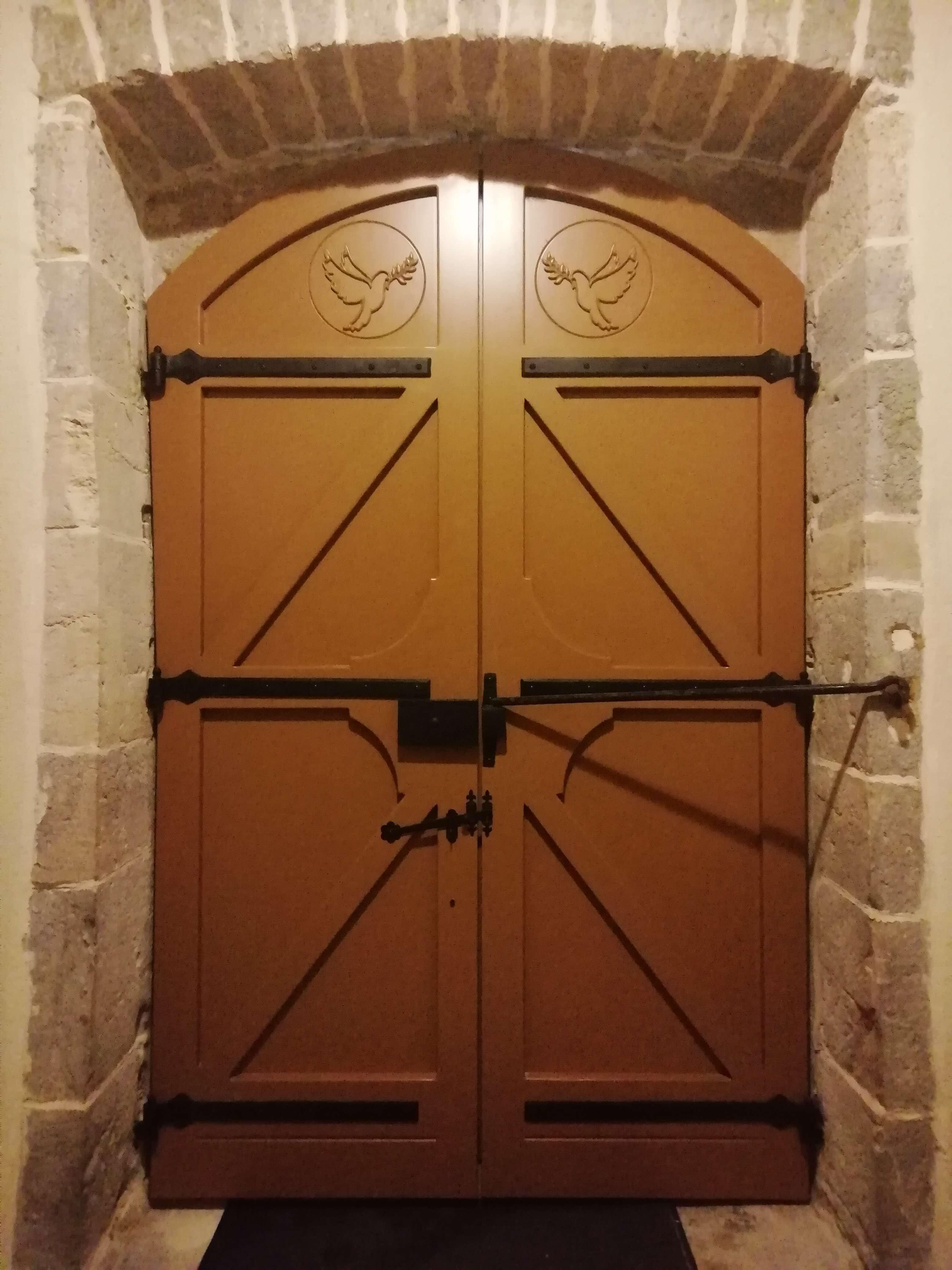 Menuiserie Figard - Fabrication sur mesure - Porte d'église - Bois peint- Vesoul