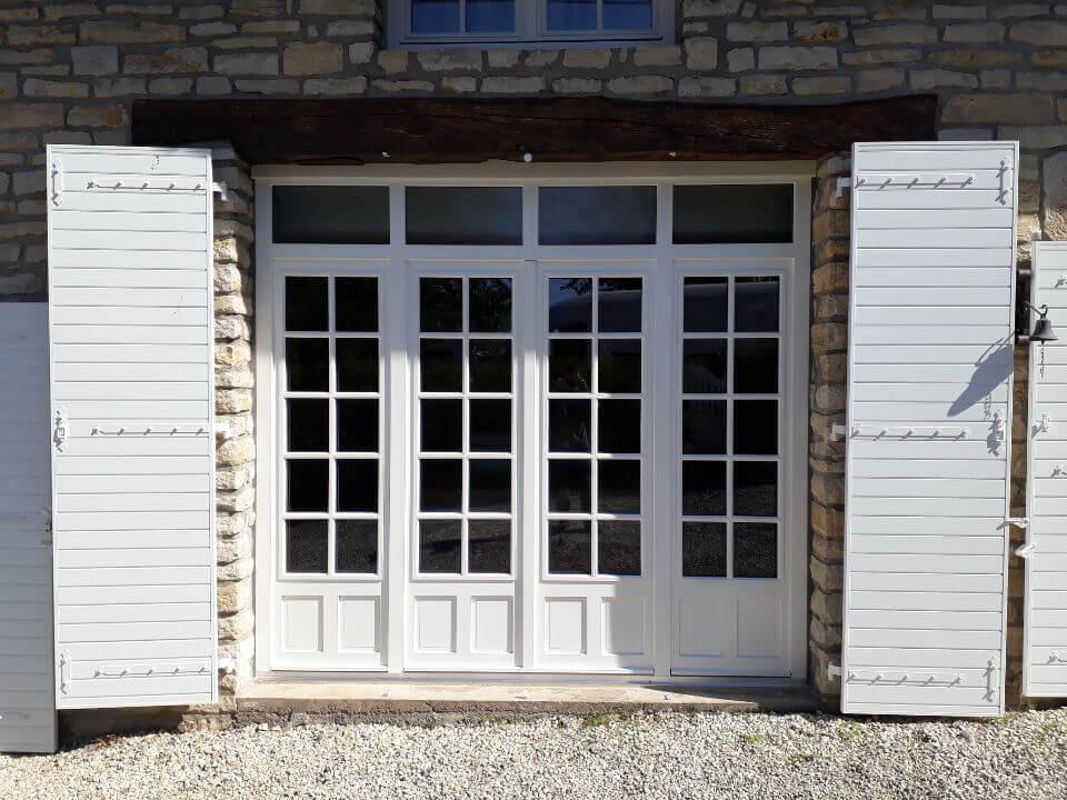 Menuiserie Figard - Fabrication sur mesure - Grande porte fenêtre - Bois peint- Vesoul